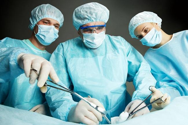 Operasi Tiroid: Persiapan, Pelaksanaan, dan Risiko Efek Samping - Alodokter