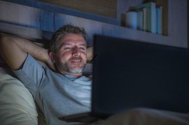 Kecanduan Pornografi: Penyebab, Gejala, dan Perawatan - Alodokter