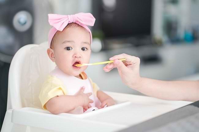 MPASI Diberikan setelah Bayi Berusia 6 Bulan - Alodokter
