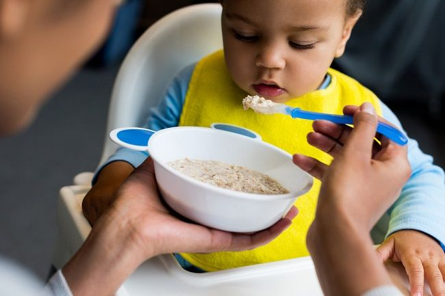 Informasi Penting tentang Pemberian MPASI pada Bayi - Alodokter