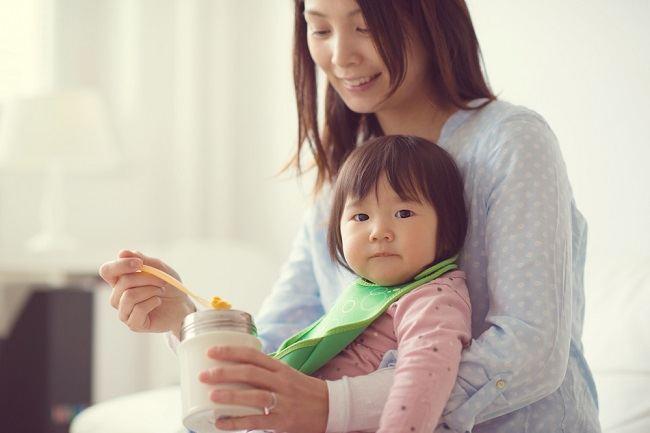 Kapan Si Kecil Boleh Mengonsumsi Yoghurt? - Alodokter