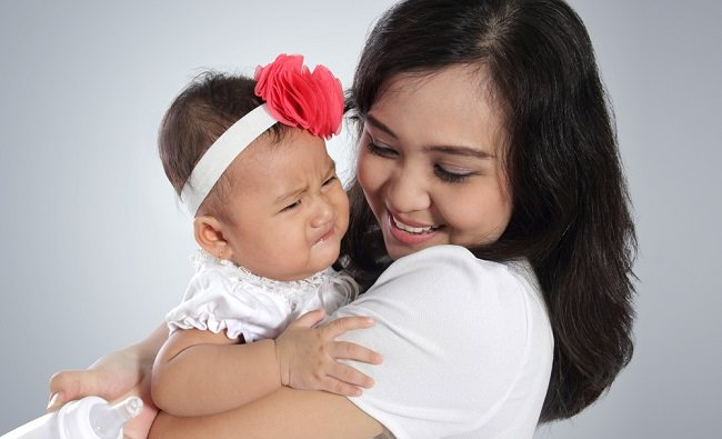 Normalkah Bayi Takut kepada Orang Asing? - Alodokter