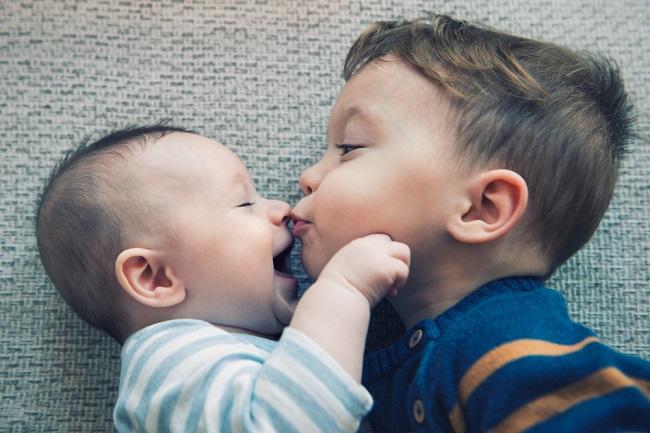 Supaya Kakak Tidak Cemburu kepada Adik Barunya, Terapkan Tips ini! - Alodokter