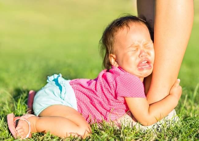 Ini Tips Mengatasi Anak yang Posesif - Alodokter
