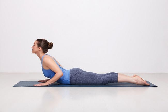 Pose Yoga yang Direkomendasikan untuk Ibu Menyusui - Alodokter