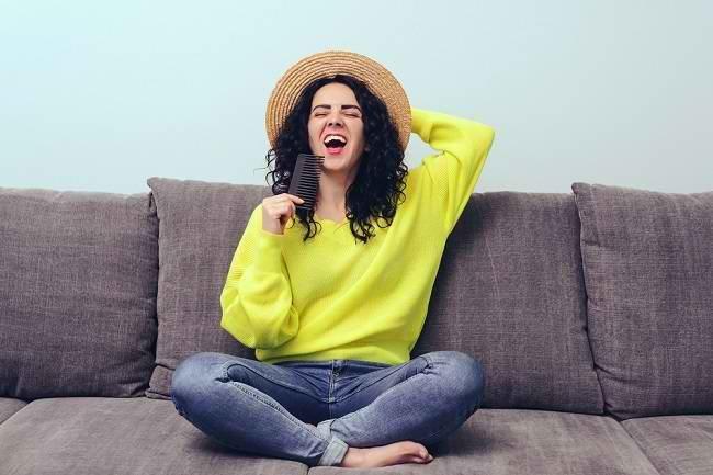 Cara Merawat Rambut Keriting biar Tidak Praktis Kusut - Alodokter