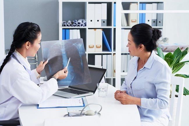 Komplikasi Pneumonia yang Patut Diwaspadai - Alodokter