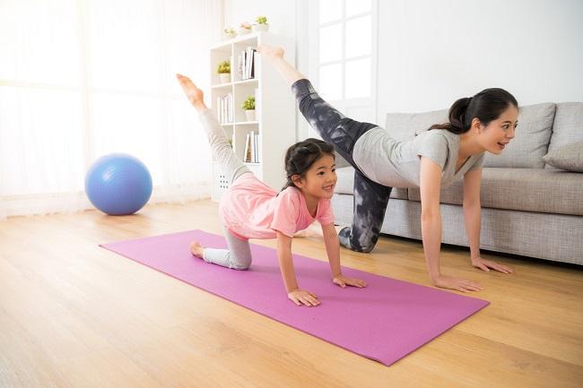 Bunda, Ini Lho Manfaat Yoga untuk Anak - Alodokter