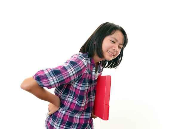 Berbagai Penyebab Sakit Punggung pada Anak dan Cara Mengatasinya - Alodokter
