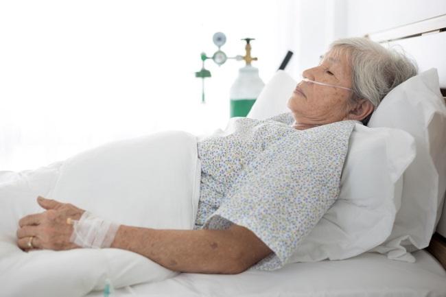 Pneumonia pada Lansia: Penyebab, Gejala, dan Komplikasi - Alodokter