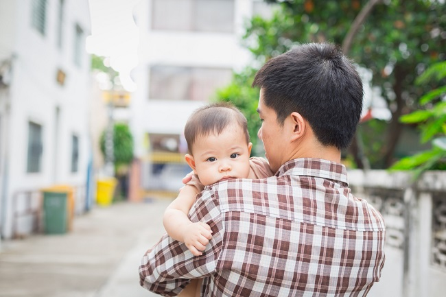 Bentuk Dad Shaming yang Sering Dialami Ayah - Alodokter