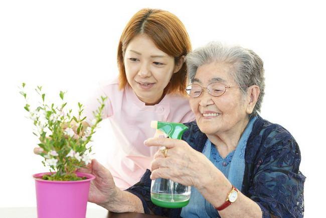 Pertimbangkan Panti Jompo untuk Lansia dan Tips Memilihnya - Alodokter