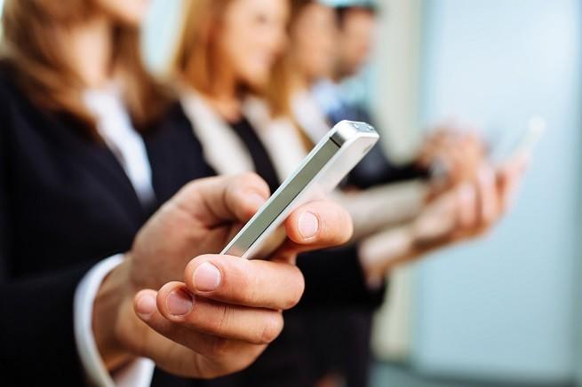 Dampak Radiasi Handphone pada Kesehatan - Alodokter