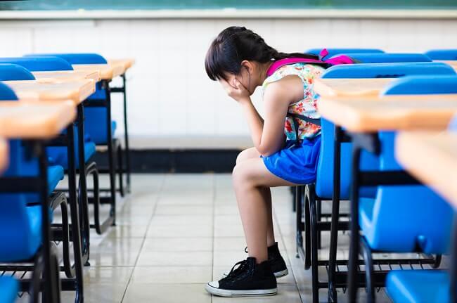 Ini yang Perlu Dilakukan jika Anak Suka Menyendiri - Alodokter