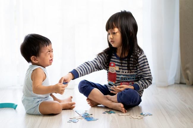 Anak Posesif terhadap Mainannya? Ini yang Perlu Bunda Lakukan - Alodokter