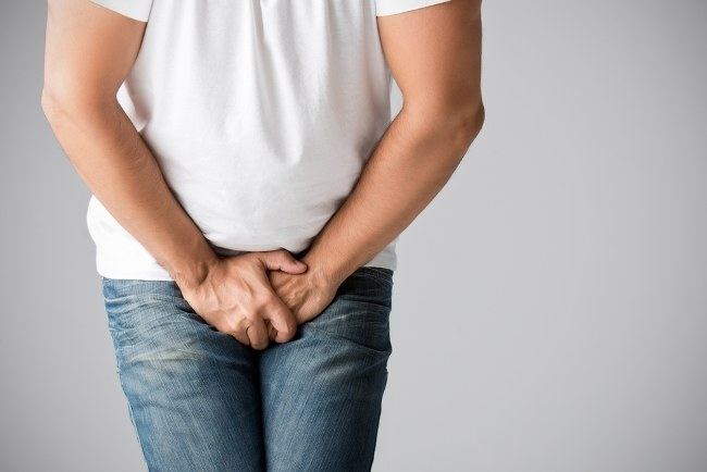 există o erecție cu amputare testiculară)