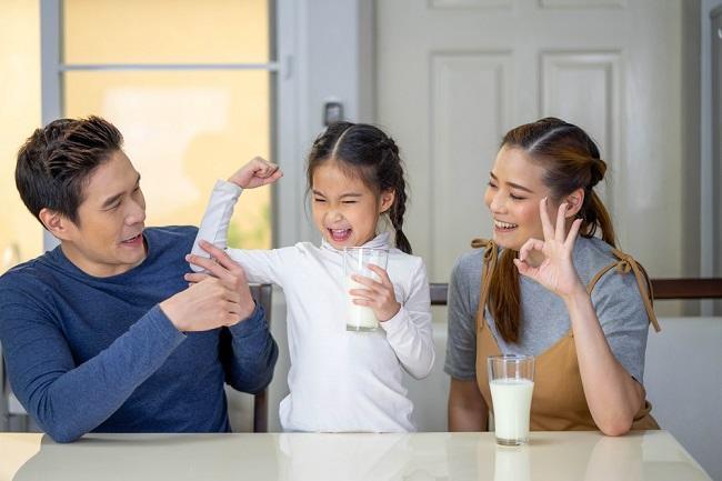 Mengenal Susu Cair UHT Full Cream dan Manfaatnya di Sini - Alodokter