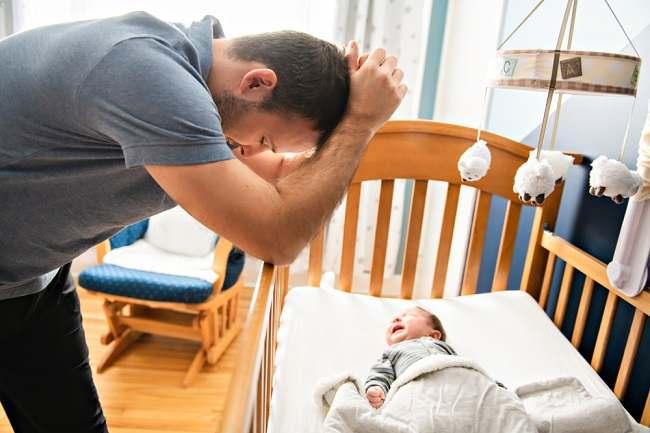 Bisakah Seorang Ayah Mengalami Depresi Pascapersalinan? - Alodokter