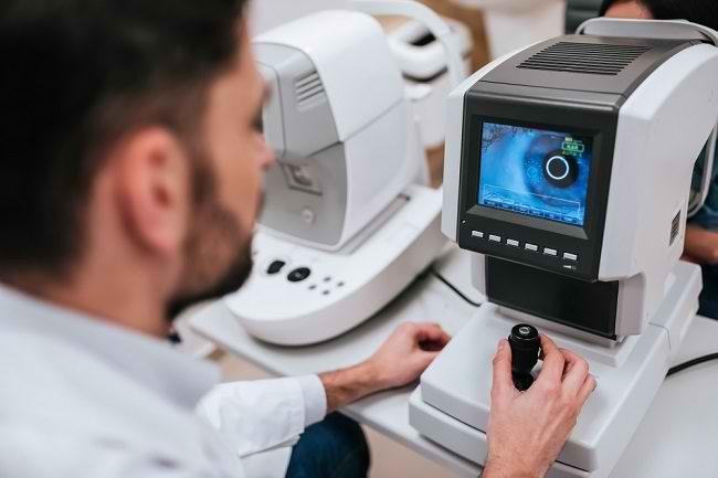 Mengenal Profesi Dokter Mata Ahli Kornea dan Bedah Refraktif - Alodokter