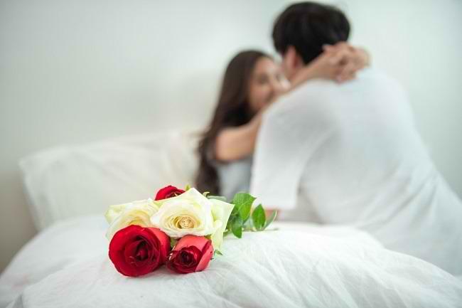Tips Berhubungan Intim yang Hangat dan Menyehatkan - Alodokter