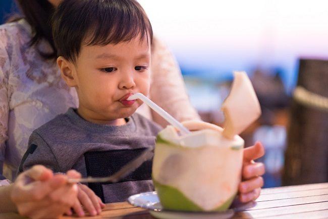 Amankah Memberikan Air Kelapa kepada Anak? - Alodokter
