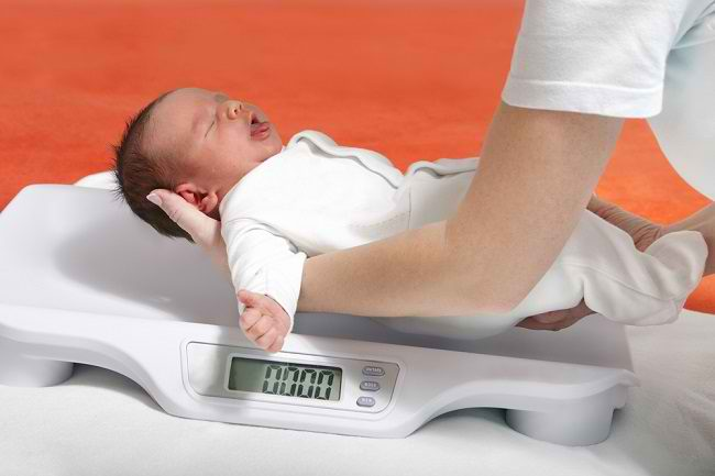 Rutin Menimbang Berat Badan Anak, Upaya Deteksi Dini Gizi Kurang - Alodokter
