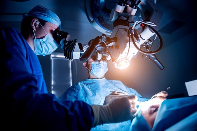 Mengenal Manfaat dan Risiko Operasi Tumor Otak dengan Fluorescence - Alodokter