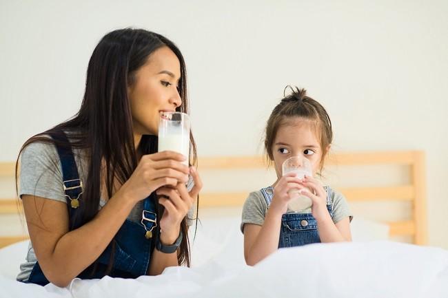 Ini Waktu Terbaik untuk Minum Susu - Alodokter