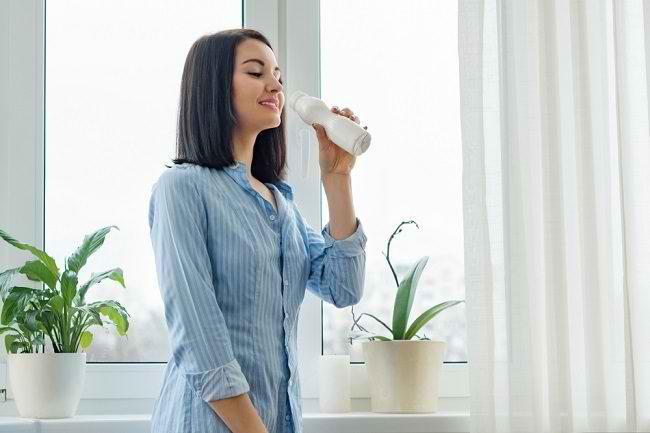 Ketahui 5 Manfaat Minum Susu di Pagi Hari - Alodokter