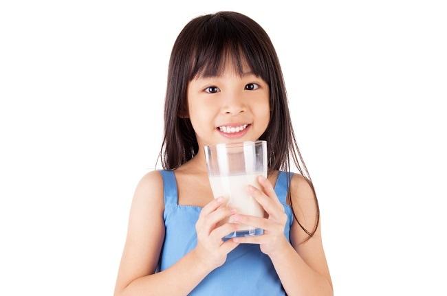 Kenali Kandungan Nutrisi dalam Segelas Susu dan Manfaatnya bagi Anak - Alodokter