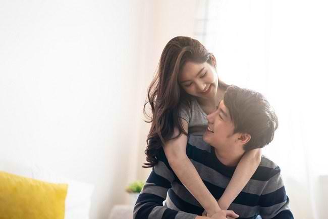 7 Anzeichen für einen weiblichen Orgasmus, die Männer kennen müssen - Alodokter