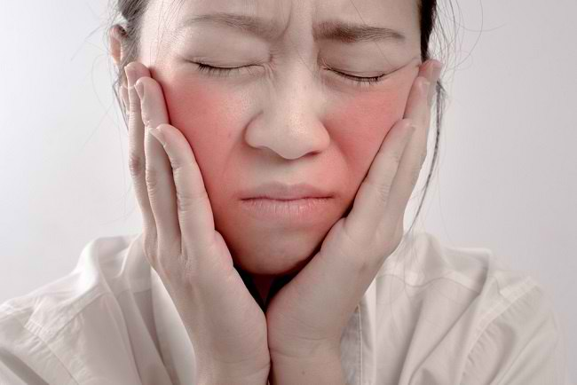 Penyebab Muka Merah yang Paling Sering Terjadi - Alodokter