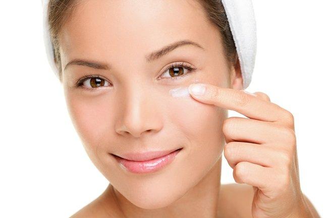Ketahui Cara Menghilangkan Bintik Putih Di Bawah Mata Di Sini Alodokter