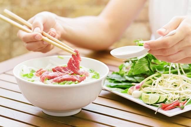 Mengapa Ibu Hamil Dilarang Mengonsumsi Makanan Setengah Matang? - Alodokter