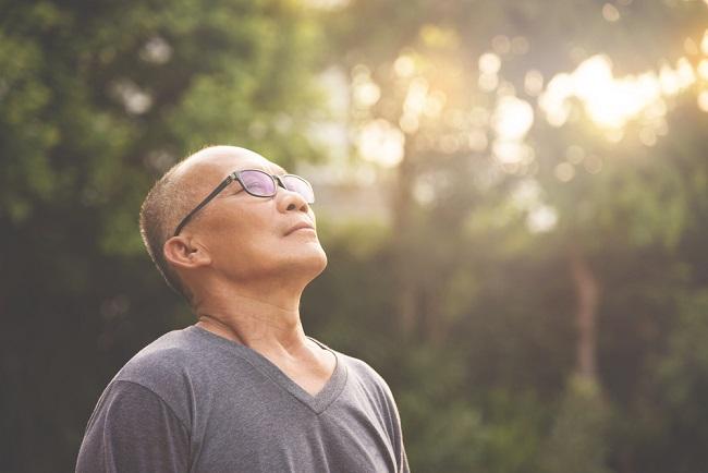 Tips Mempercepat Pemulihan Tubuh Lansia Saat Jatuh Sakit - Alodokter