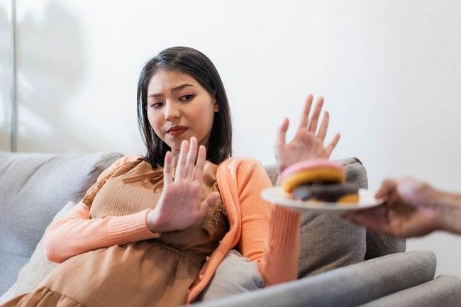5 Makanan yang Harus Dihindari Selama Kehamilan - Alodokter