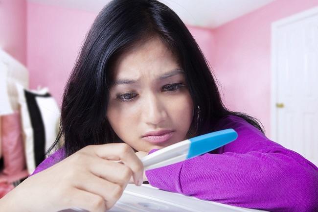 Benarkah Melakukan Tes Kehamilan di Malam Hari Tidak Akurat? - Alodokter