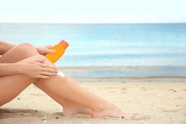 Ini Cara Memilih Sunblock untuk Kulit Sensitif - Alodokter