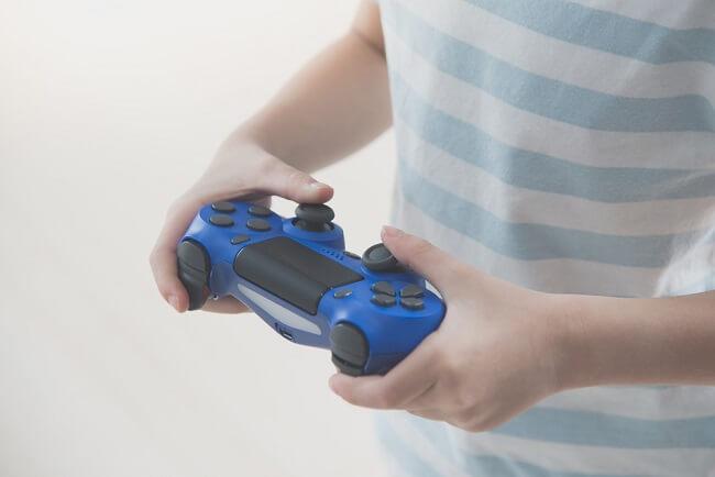 Apakah Bermain Video Game Berdampak Negatif pada Anak ADHD? - Alodokter