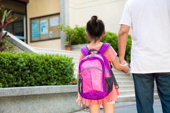 Pentingnya Mendampingi Adaptasi Anak Saat Harus Pindah Sekolah - Alodokter