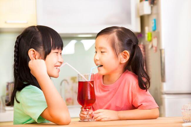 Bunda, Ketahui Bahaya Gula Berlebih dalam Minuman Anak - Alodokter