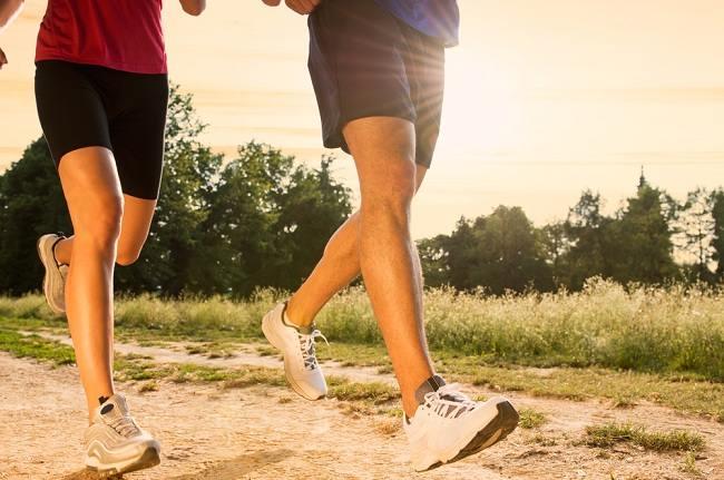 Manfaat Lari Sore bagi Kesehatan Tubuh - Alodokter