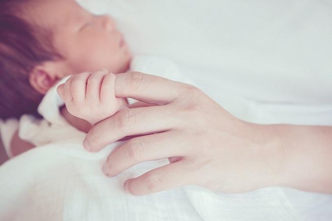 Yuk, Kenali Macam-Macam Refleks Bayi Baru Lahir di Sini - Alodokter