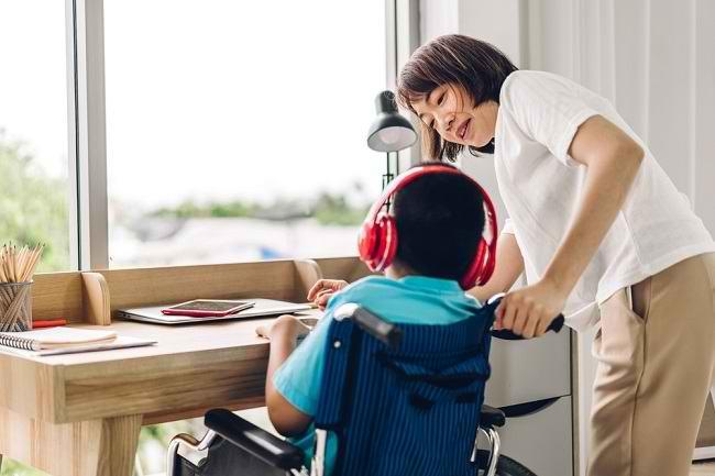 Menangani Anak dengan Disabilitas Fisik - Alodokter