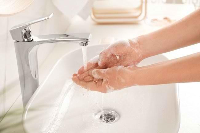 Langkah Mudah Mencuci Tangan dengan Benar - Alodokter