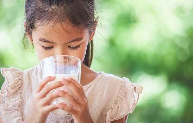 Bunda, Yuk, Kenali Lebih Jauh tentang Intoleransi Laktosa pada Anak - Alodokter