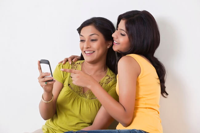 Bunda, Ketahui Cara Mendampingi Anak Bergaul Sehat di Media Sosial - Alodokter