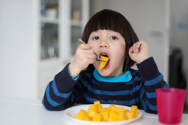 Segudang Manfaat Buah Mangga untuk Anak - Alodokter
