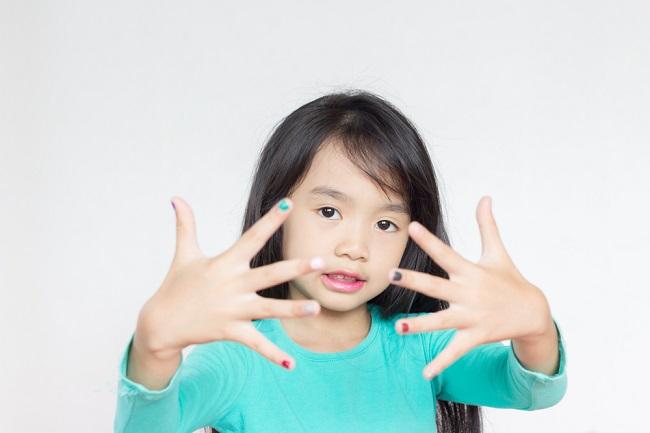 Amankah jika Anak Menggunakan Kuteks? - Alodokter