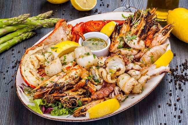 Kenali Gejala dan Jenis Makanan Pemicu Alergi Seafood - Alodokter